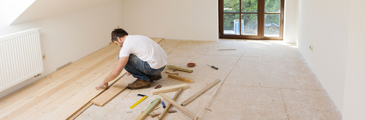 Workman laying a laminate floor